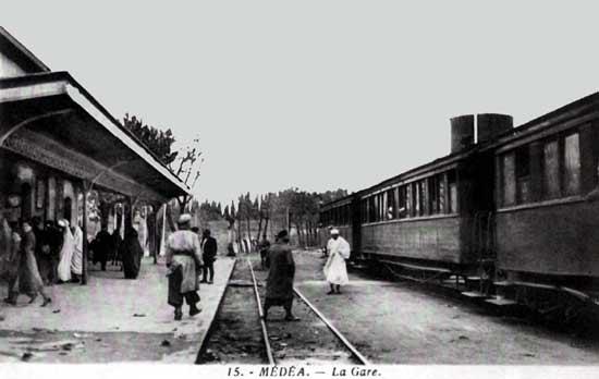 MEDEA-La-gare3